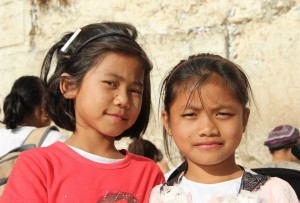 2-girls-at-the-Kotel-300x203